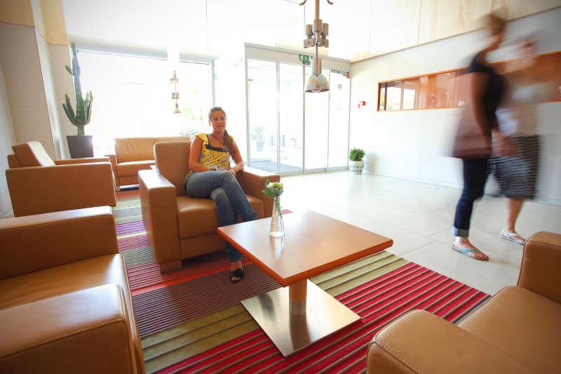 72_Pogled_ob_vstopu_v_hotel